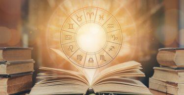 Astroloji, ilk olarak Mezopotamya'da ortaya çıkmıştır. Kısacası tarihi M.Ö 3.000'lere kadar uzanmaktadır..