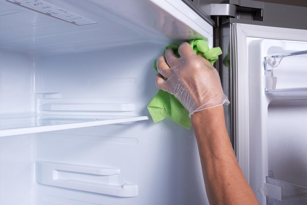 Buzdolabındaki dondurucuyu temizleyin. Buzdolabı Temizliği Nasıl Yapılmalı ?