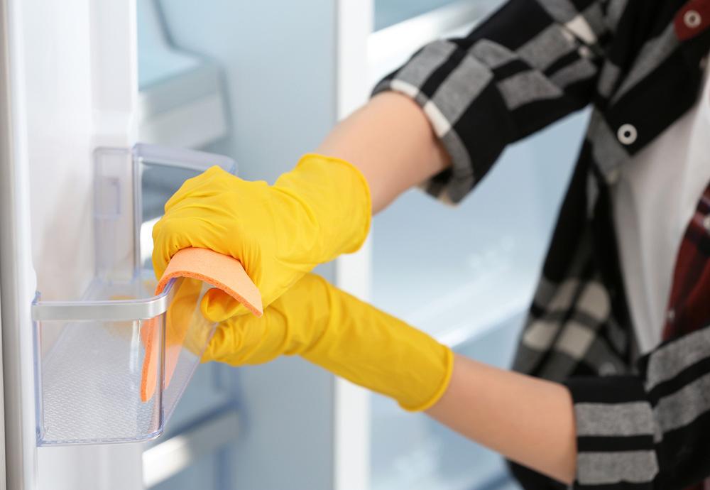Buzdolabının iç kısmını silin. Buzdolabı Temizliği Nasıl Yapılmalı ?