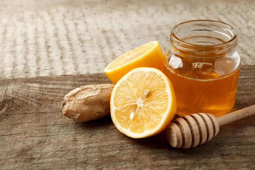 Limon, Bal ve Zencefilinde Yararlarından Faydalanın. Boğaz Ağrısını Geçirmek İçin Ne Yapmalıyız